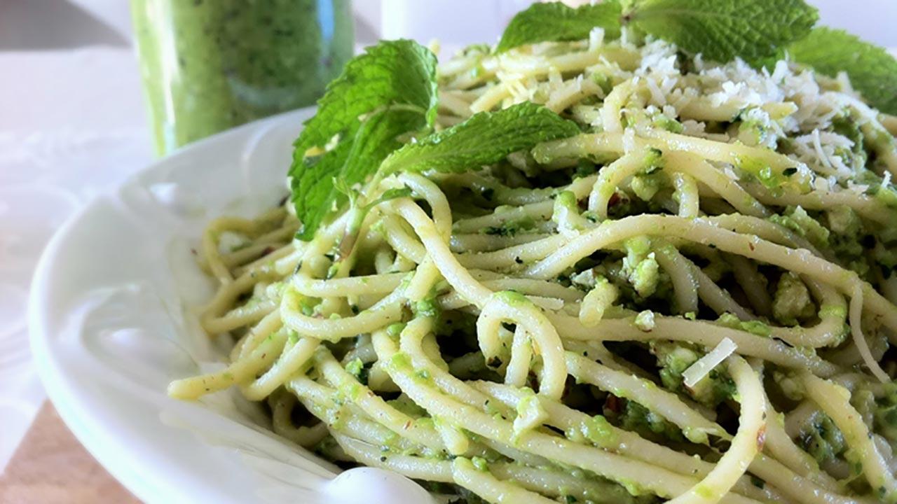 Una ricetta semplice ma originale spaghetti con pesto di for Ricette semplici cucina
