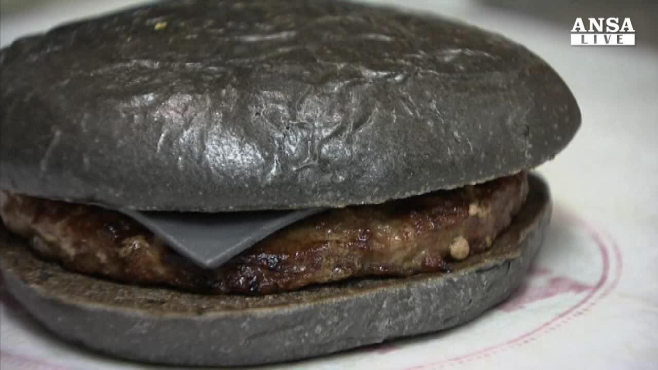 Ecco Kuro, l'hamburger nero