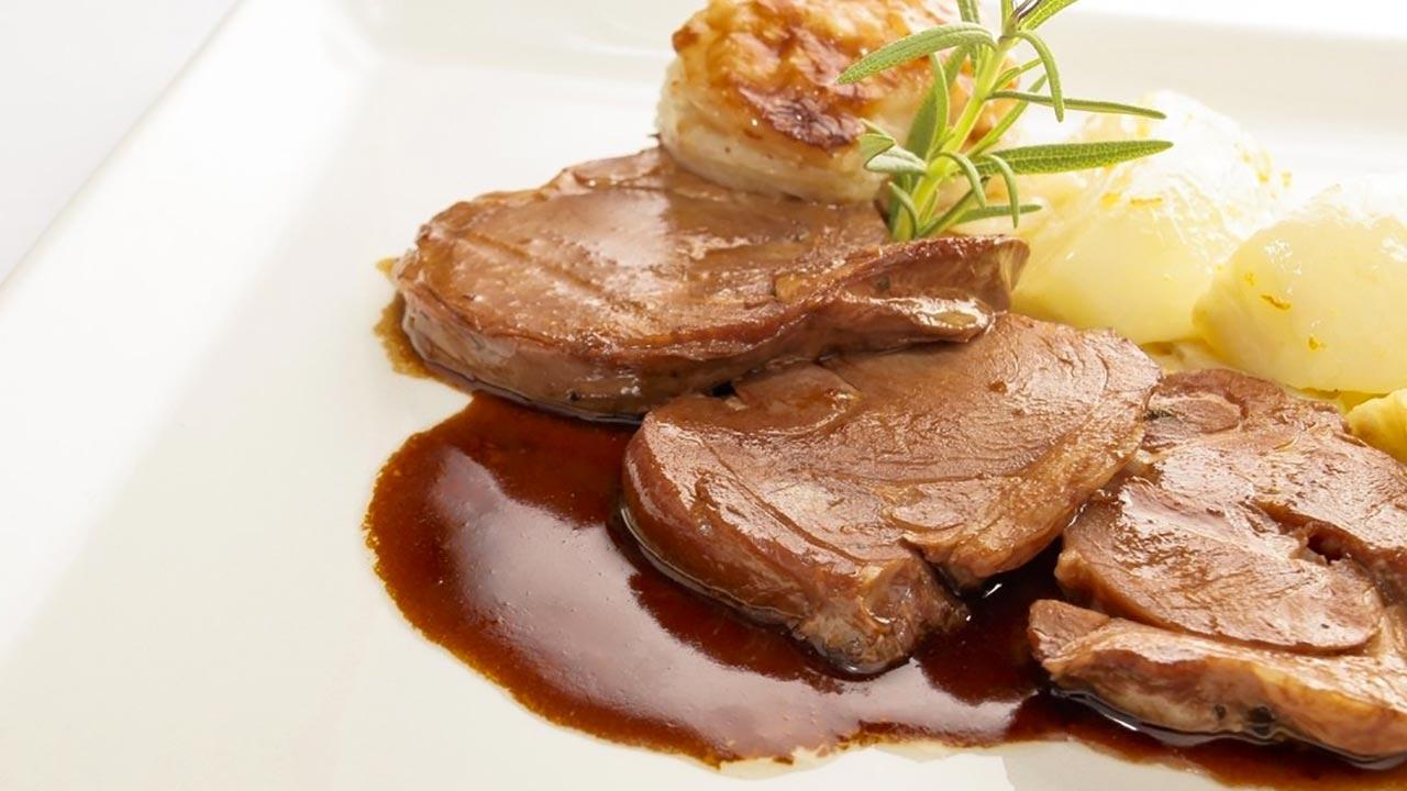 Ricette col filetto di maiale tante e tutte deliziose. Vediamone una  davvero originale