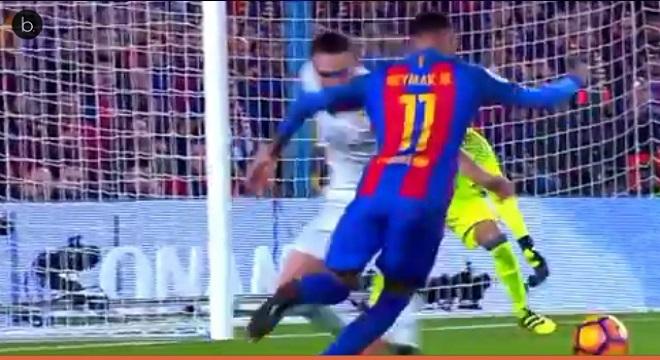 Neymar  se despide de sus compañeros