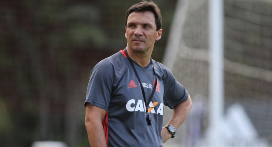 Pressionado, Flamengo recebe Vitória na Ilha. Veja prováveis formações