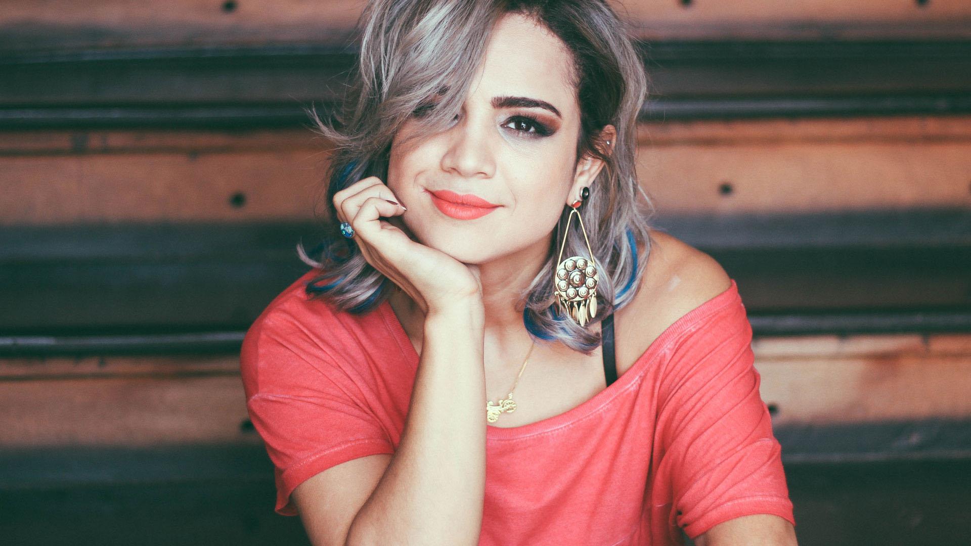 Hipocrisia? Daniela Araújo condena uso de drogas na internet