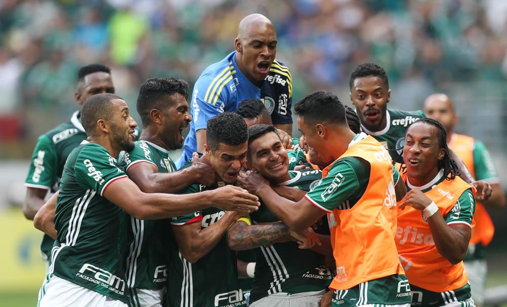Com excesso de jogadores, diretoria do Palmeiras toma decisão importante