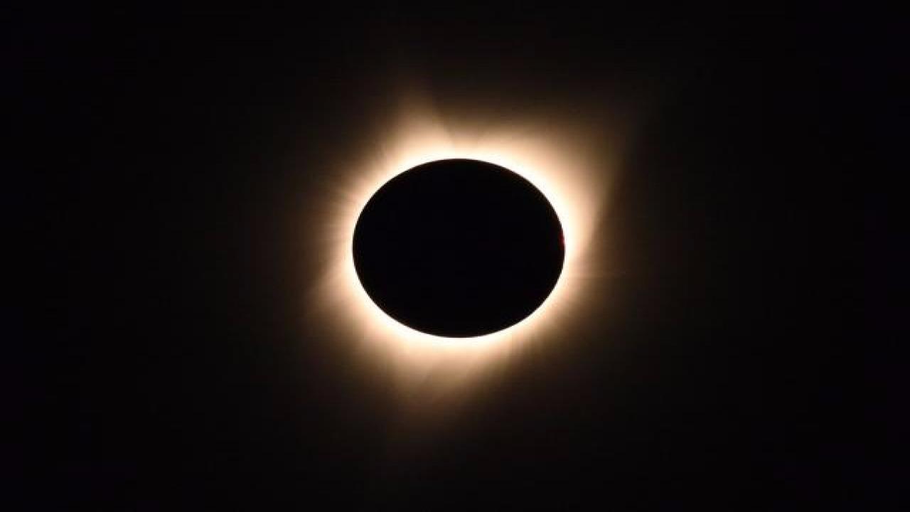 Sol Negro: O fenômeno atraiu Donald Trump e personalidades políticas, nos EUA