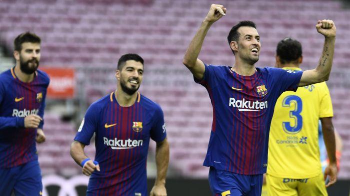 Messi se enfada con Pique por un gesto antes del partido contra las palmas
