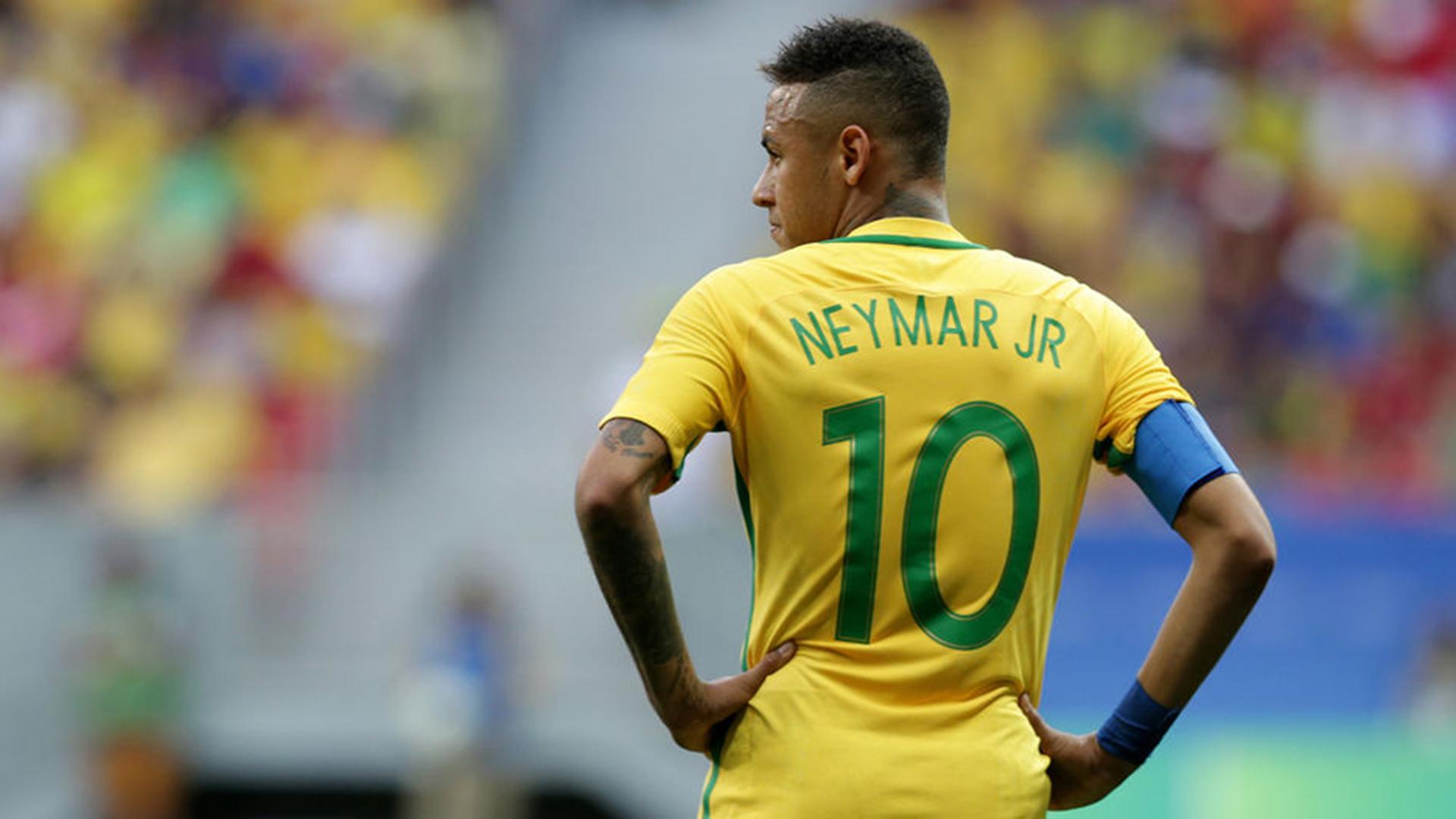 ¿Paulinho lesiona a Neymar en el entrenamiento?
