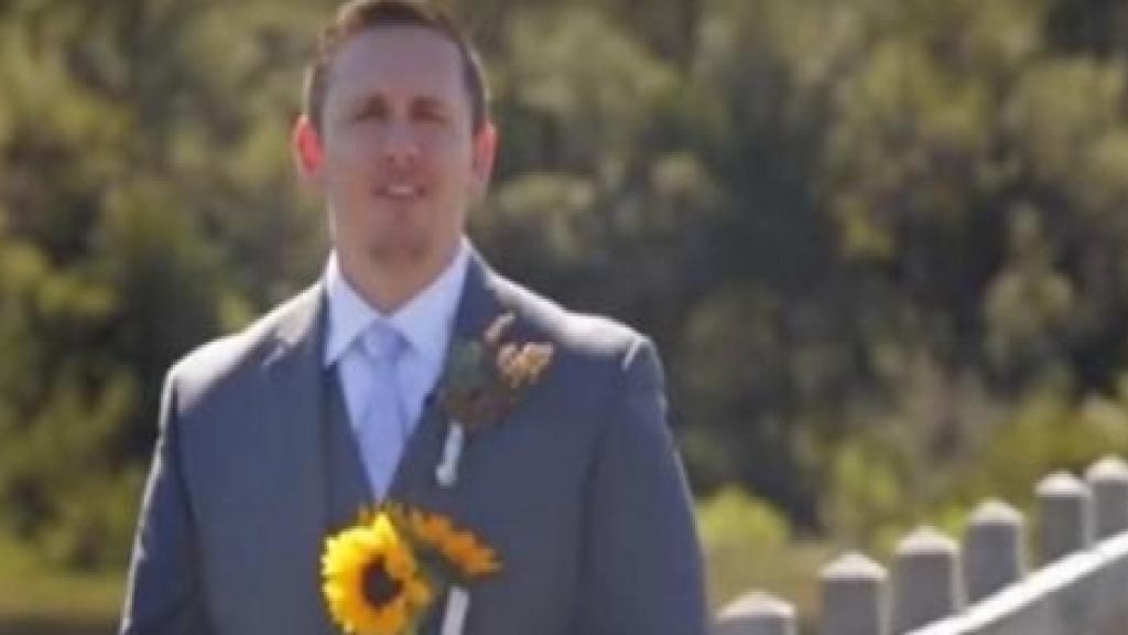 Homem aguarda noiva para casamento, mas se surpreende com o que vê