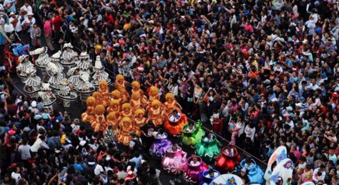 Más perspectivas del Desfile por Día de Muertos