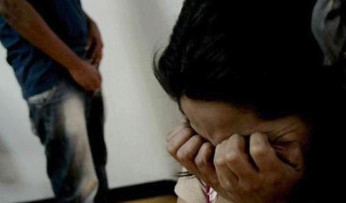 Assista: Sequestrada, uma menina de 12 anos é estuprada e tem vídeo gravado