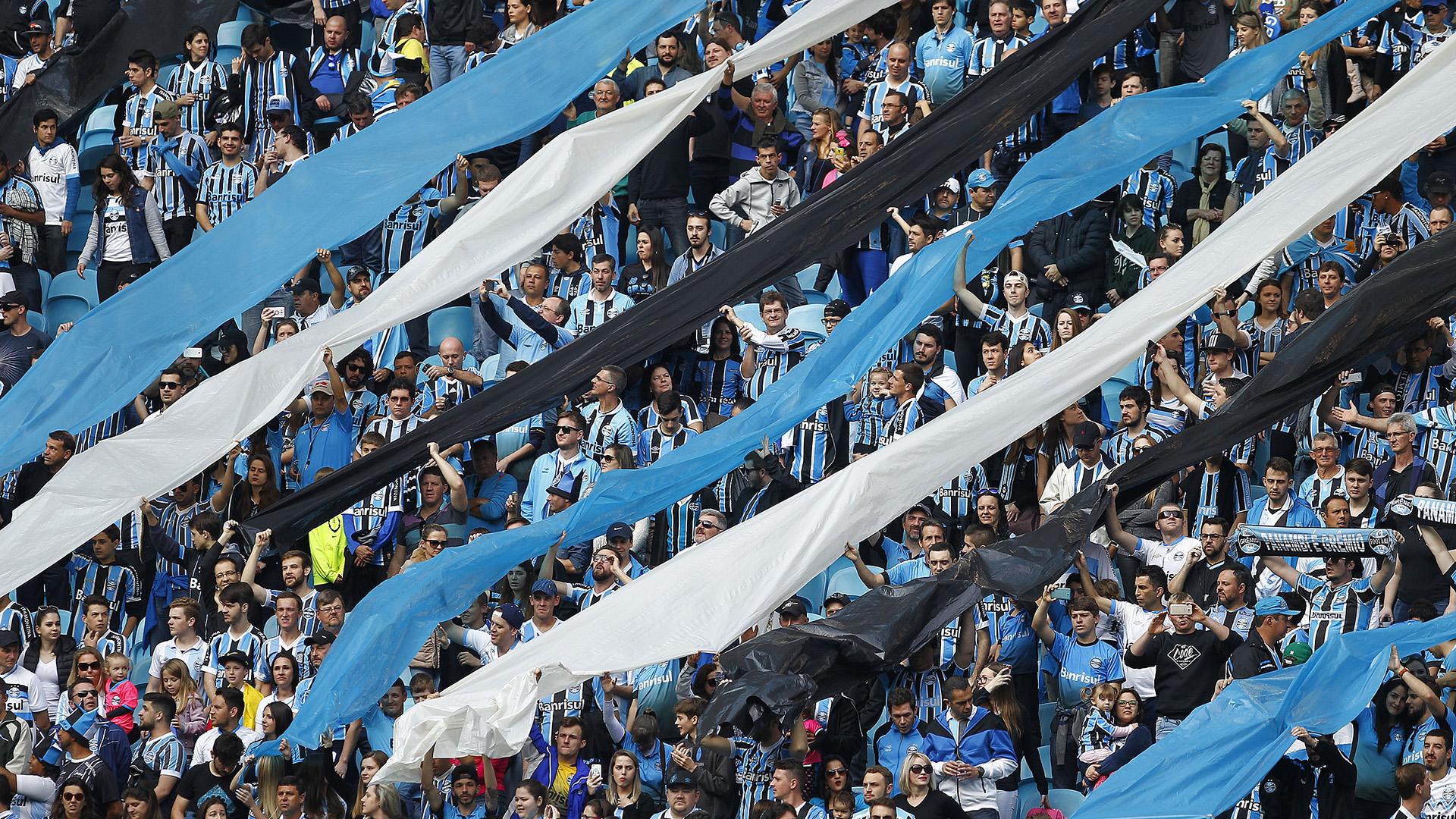 Com sete titulares e um jogador a mais, Grêmio empata com o Vitória no Jaconi