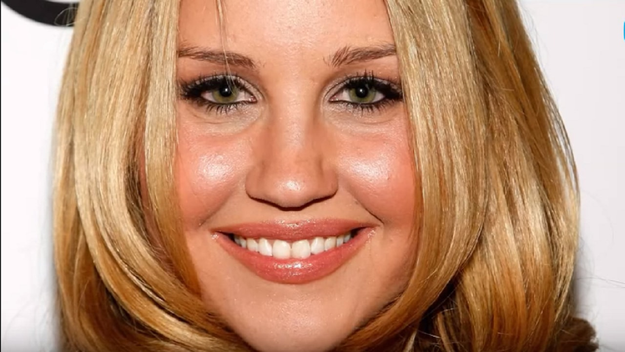 Amanda Bynes: Friends are worried about her mental health again