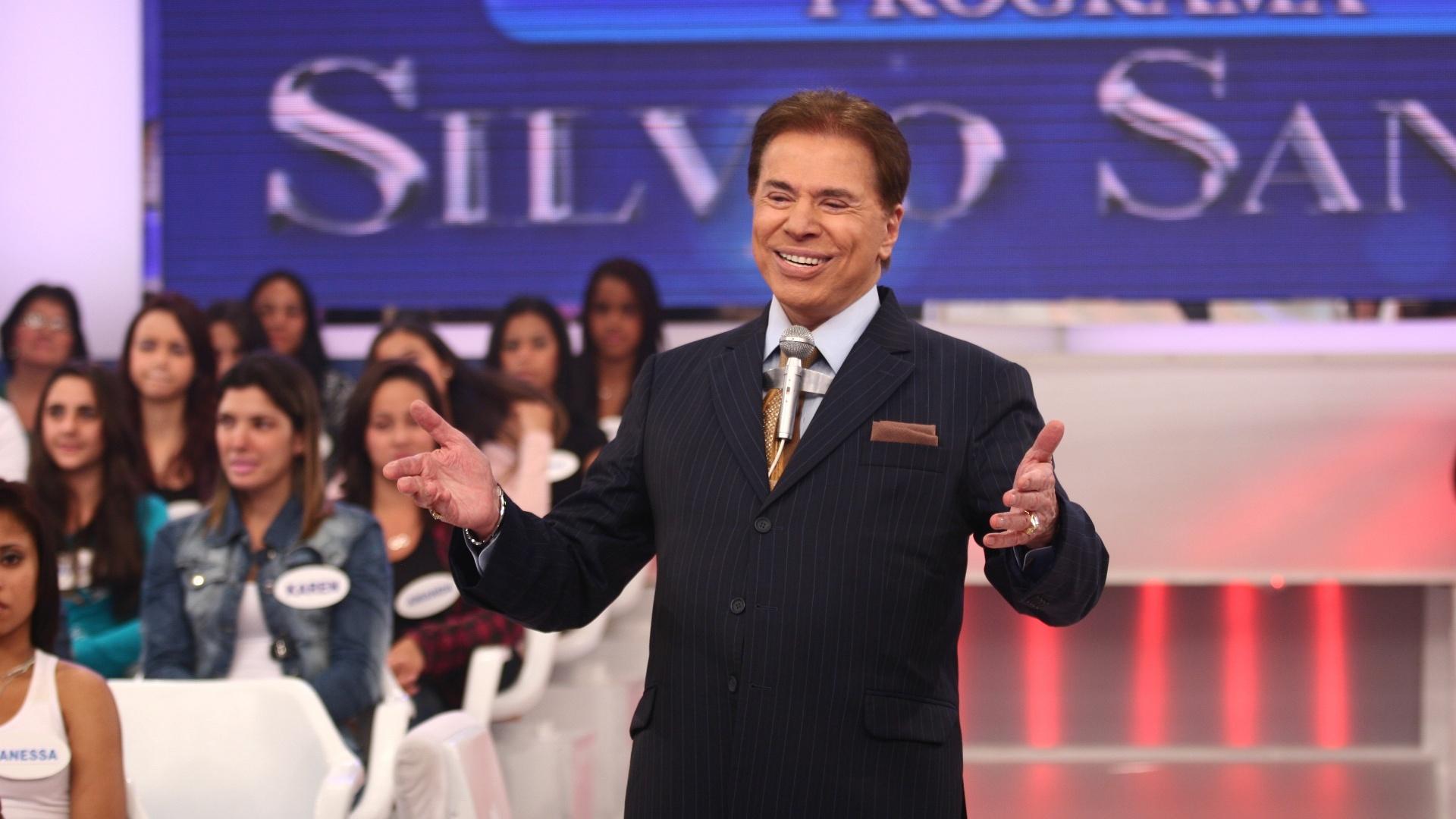 Vídeo: Silvio invade festa do SBT e informa demissão de mais de 100