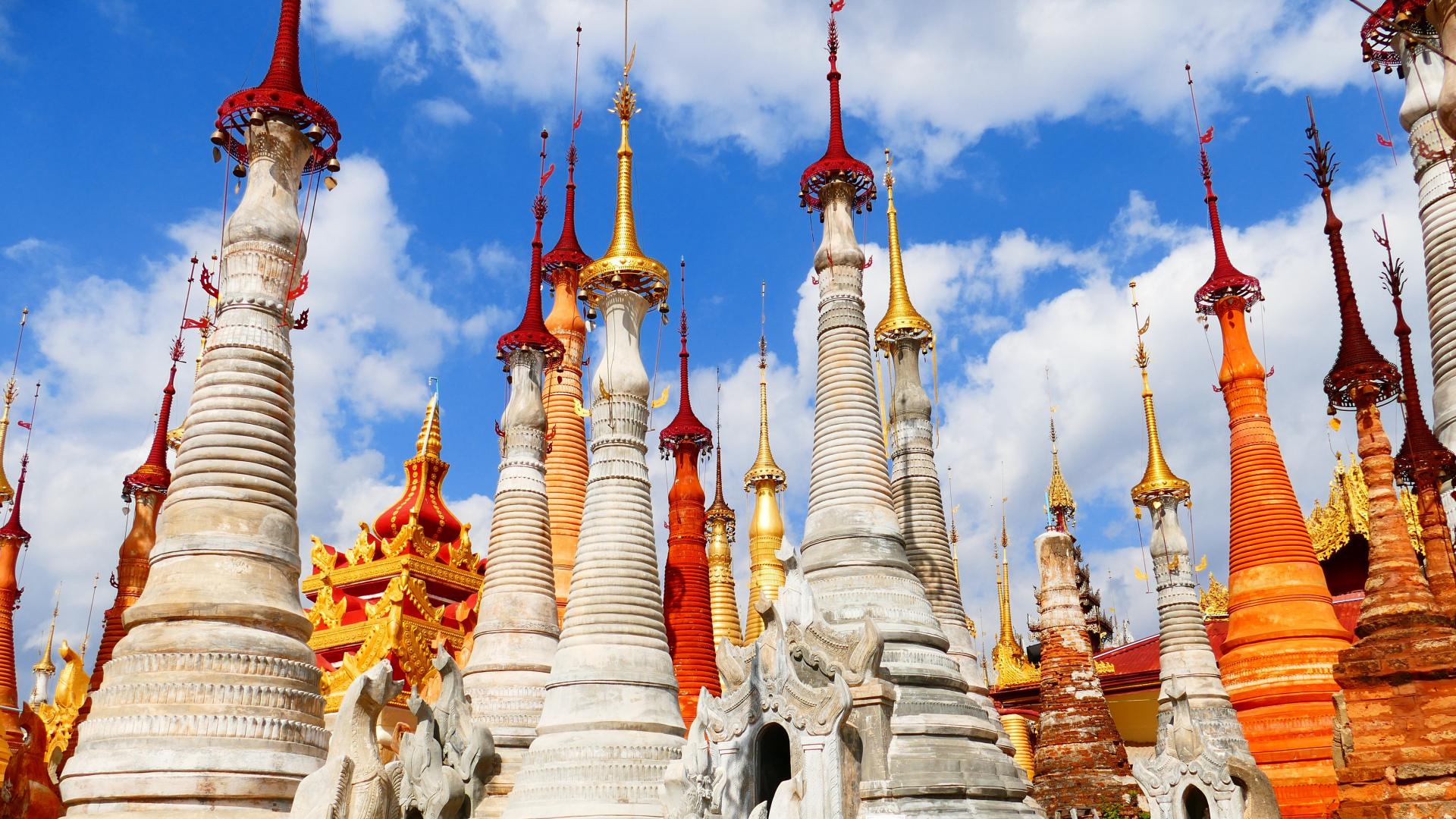 La corte de Myanmar devuelve a los periodistas de Reuters