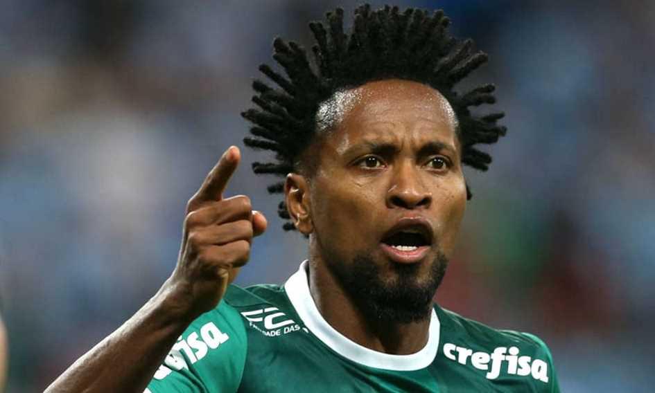 Vídeo: Zé Roberto retorna ao futebol
