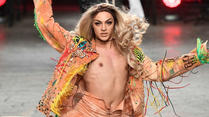 Vídeo - Segundo rumores, Pabllo Vittar teria engravidado bailarina do Faustão
