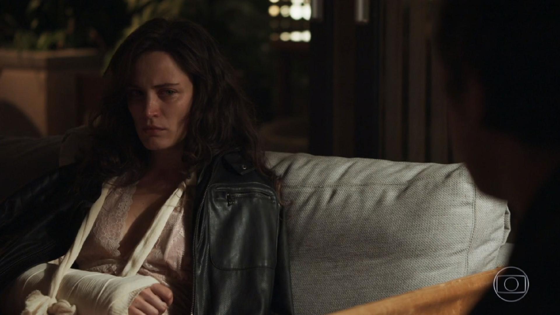 Vídeo - Clara é protegida por anjo em 'O Outro Lado do Paraíso'