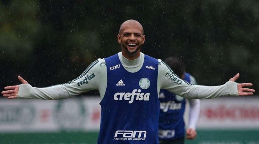 Vídeo: Felipe Melo emociona torcida do Palmeiras