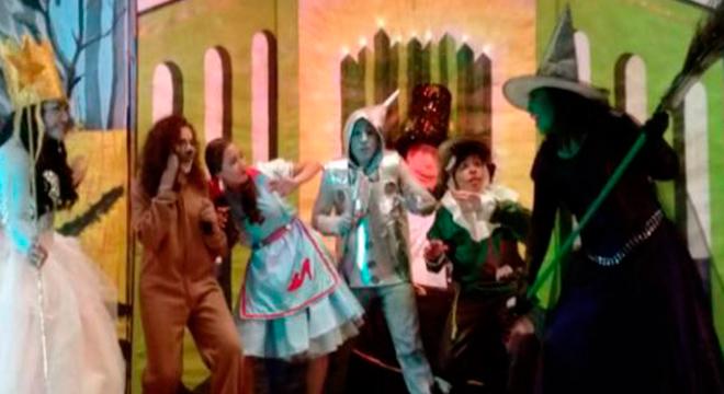 El camino amarillo nos lleva al teatro nuevamente: El Mago de Oz