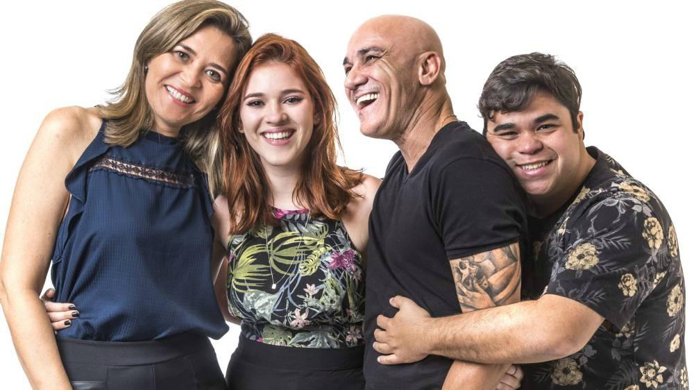 BBB18: família Lima leva bronca da produção por causa do beijo entre pai e filha