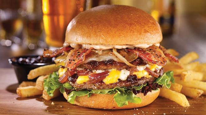 McDonald's ofrece hamburguesas de gran tamaño para conmemorar sus 50 años
