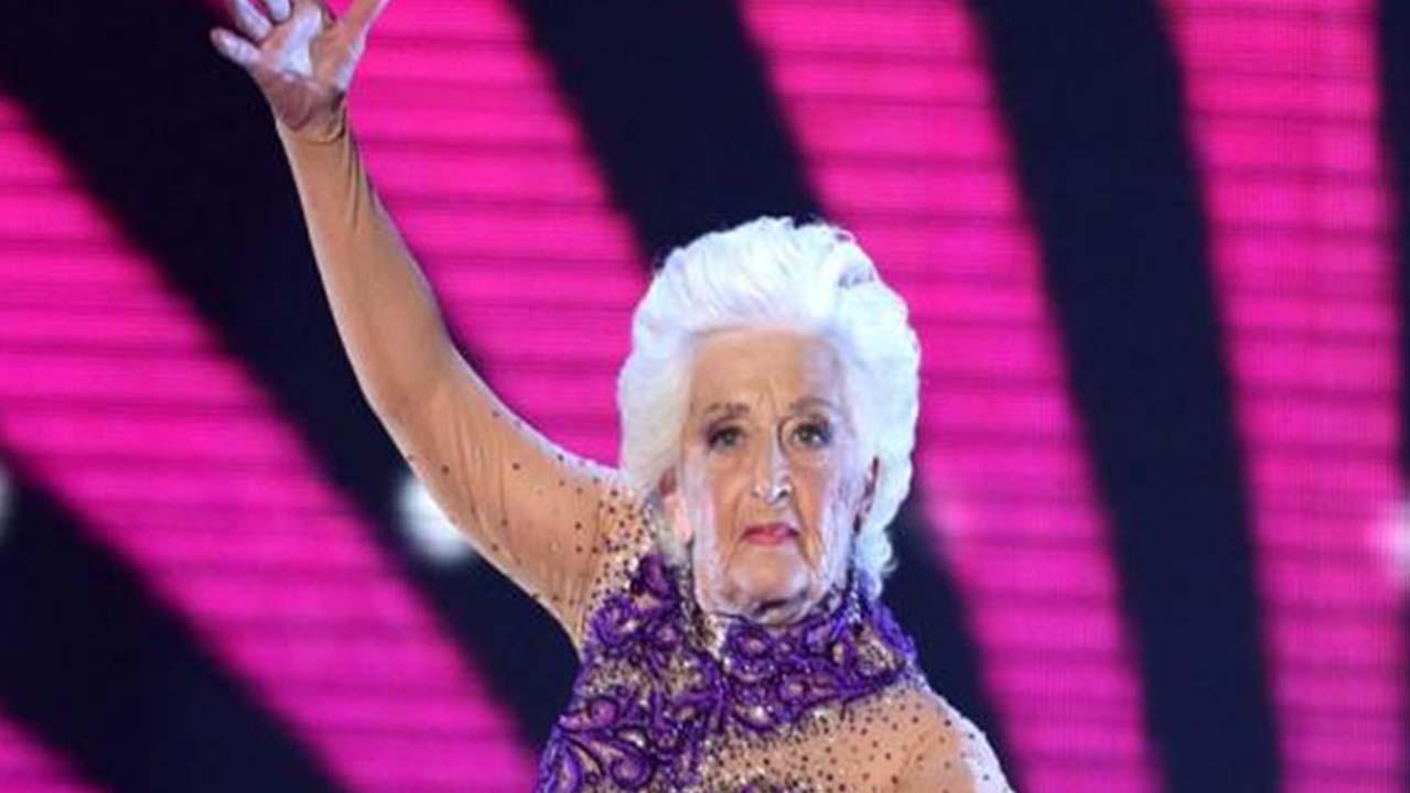 Paddy Jones si racconta: la 'vecchia che balla' ha conquistato tutti