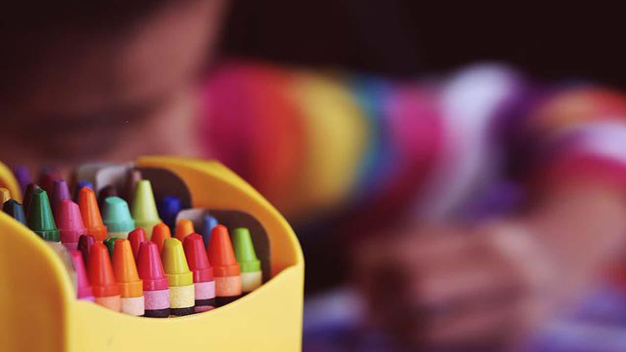 Caserta: maestra rimprovera l'alunna di 4 anni, i genitori la picchiano