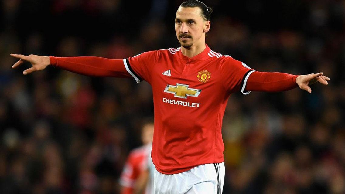 Zlatan Ibrahimovic vuelve a entrenar con Man United tras una lesión