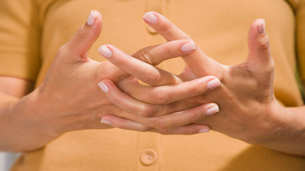 Manías: ¿crujidos, son igual a artritis?