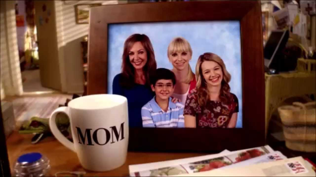 5 Reasons to Watch the TV Sitcom 'Mom'