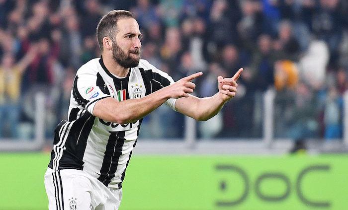 La Juventus quiere arrebatarle al Napoli a su jugador estrella Higuain