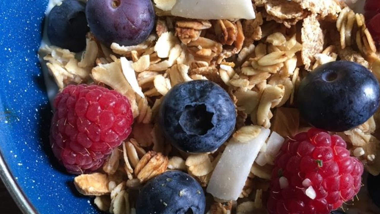 Granola breakfast cereal: How to make you own easily