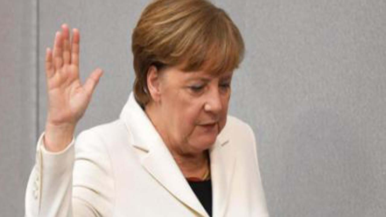 Angela Merkel: uomo tenta di aggredirla al grido di Allah Akbar