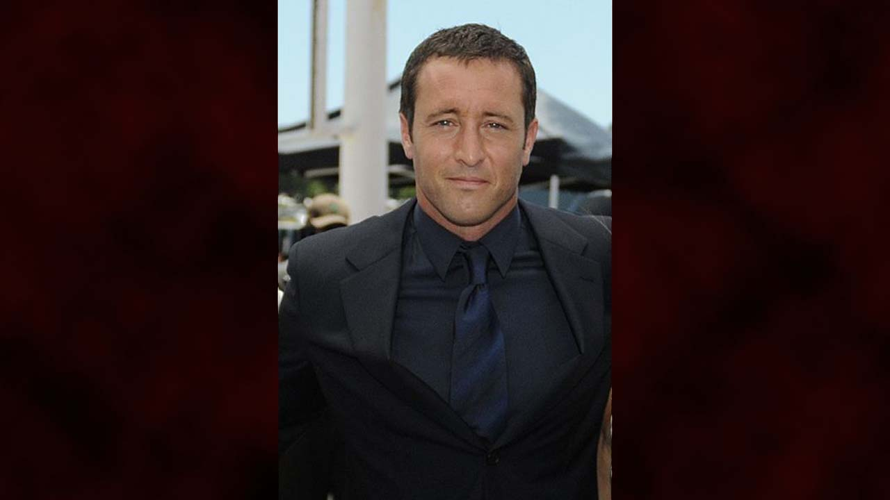 Alex O'Loughlin takes director's chair of 'Hawaii Five-O'
