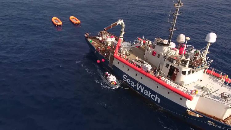 Sequestrata una nave Ong piena di migranti