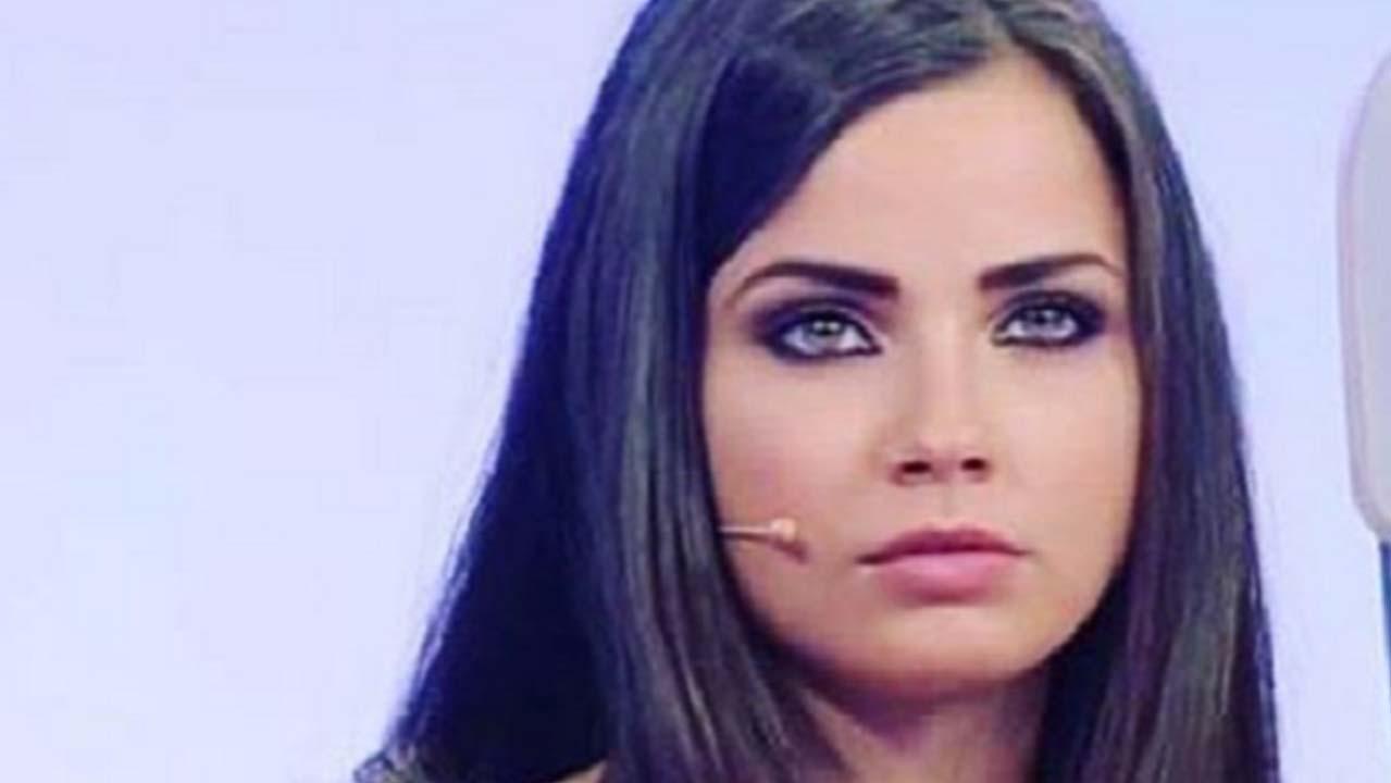Uomini e Donne: braccio ingessato per Eleonora Rocchini, bufera social