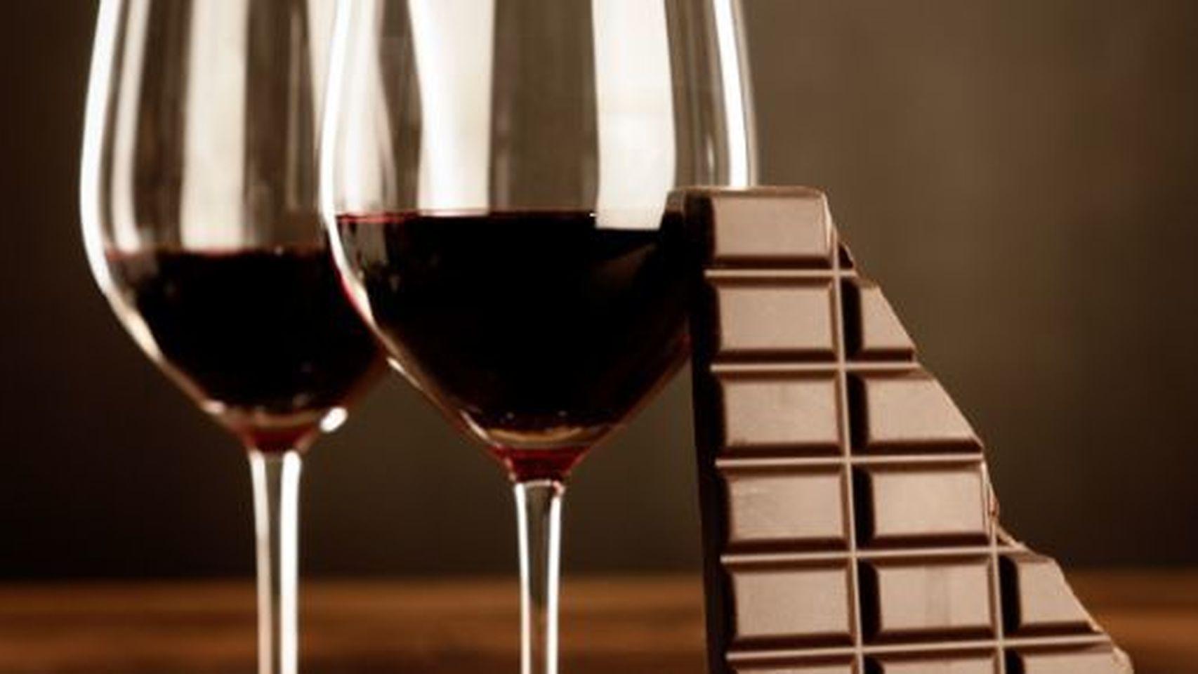 El vino y el chocolate ayudan al cerebro para desintoxicarse
