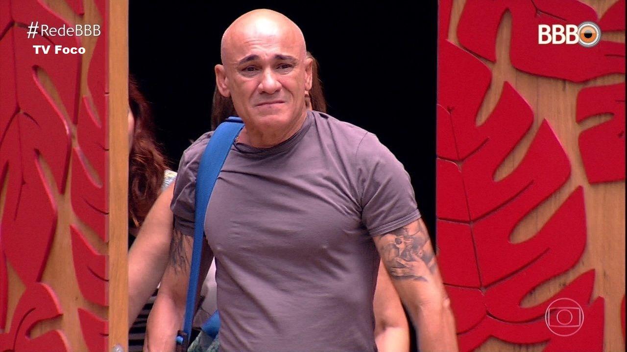 Internautas descobrem segredo de Ayrton e Boninho: 'Expulsão?'