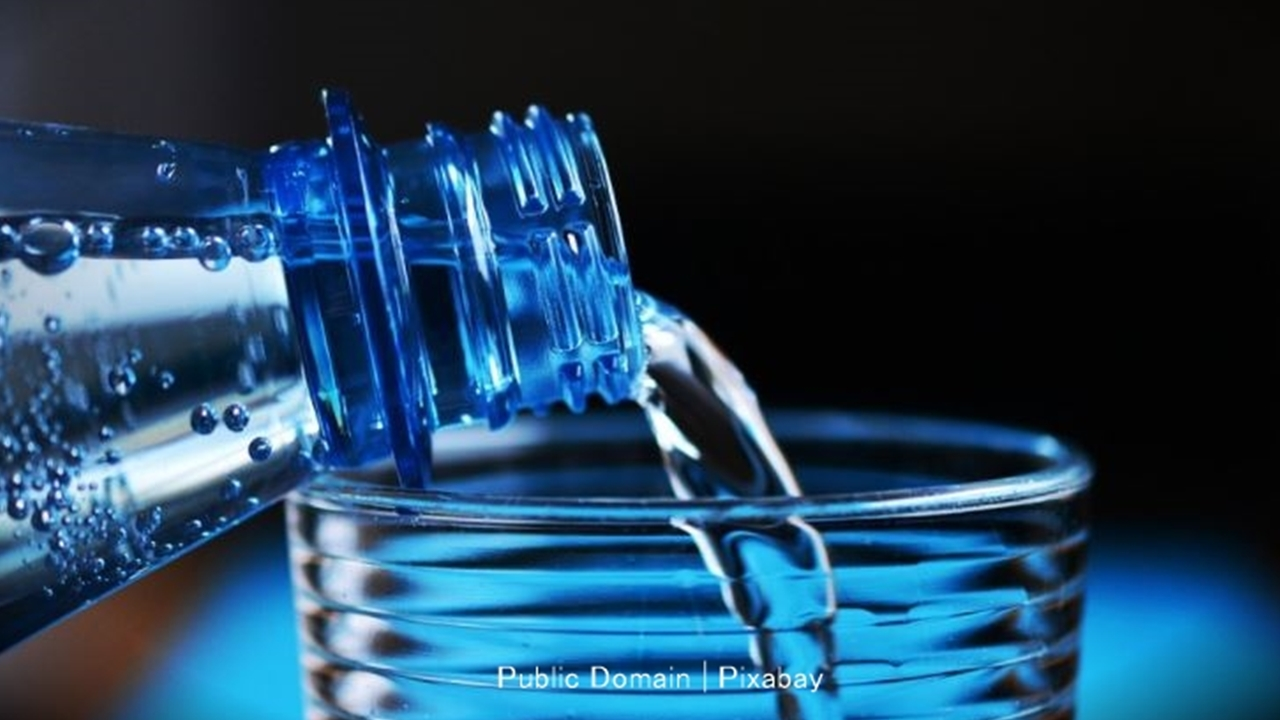 Help yourself to lose weight by drinking water
