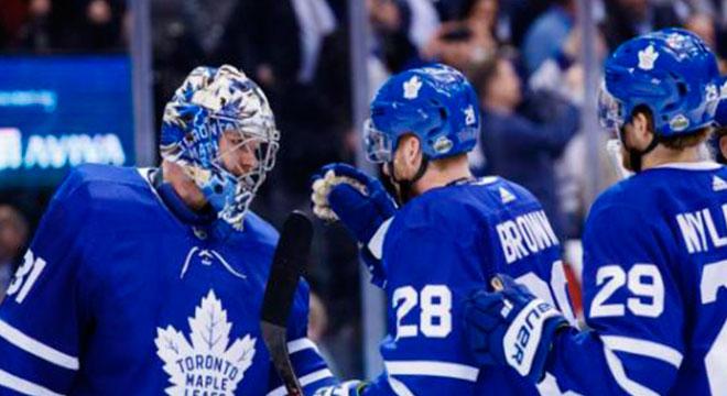 Los Maple Leafs sobreviven en Toronto y obligan a un juego 7 contra los Bruins