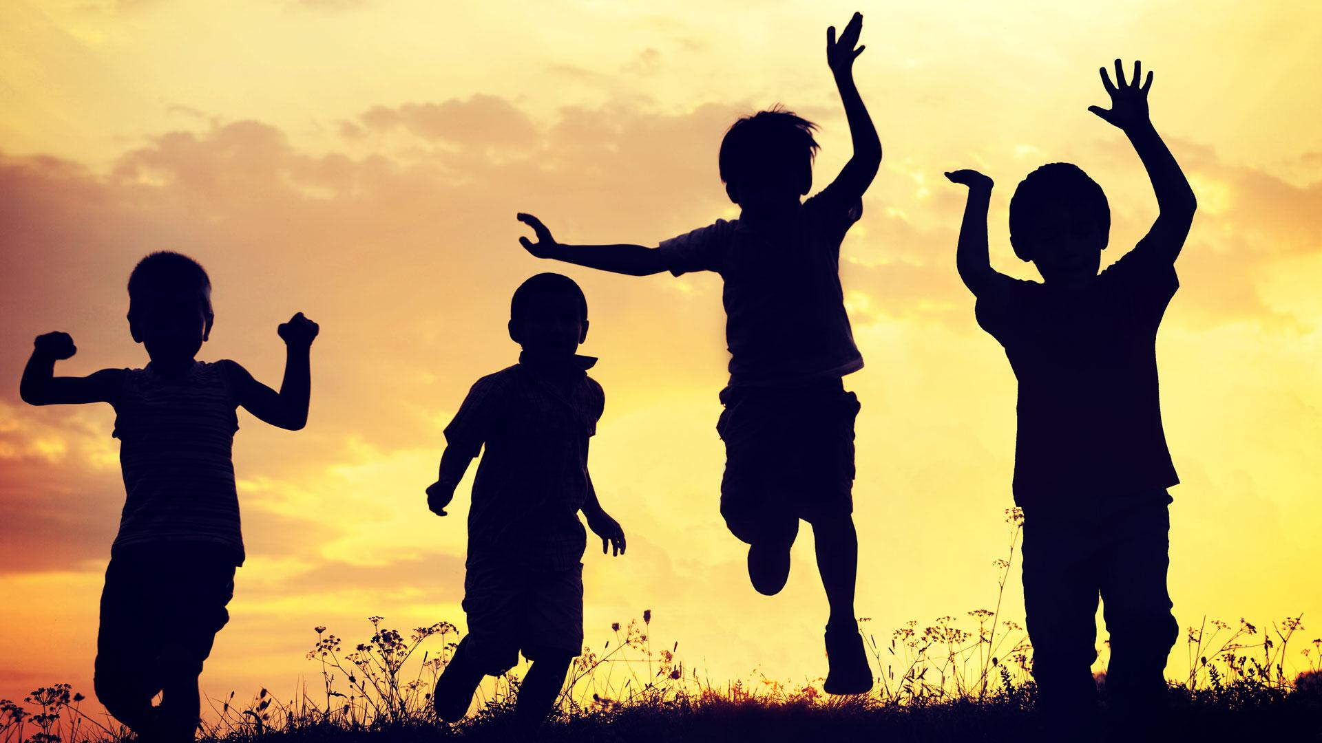 ¿Niños más felices? Déjalos correr