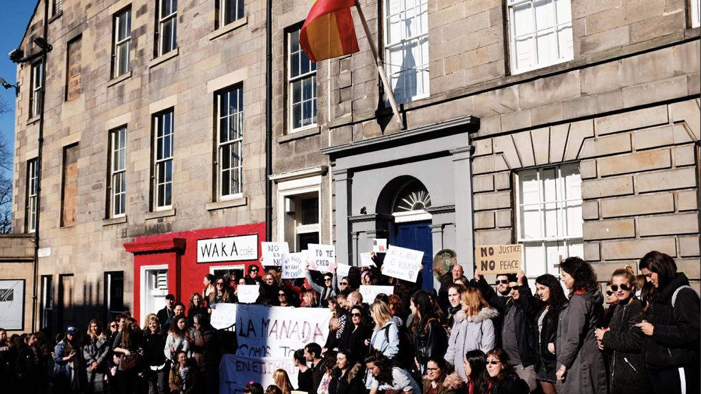 Edimburgo se moviliza para decir 'yo sí te creo' a la víctima de La Manada