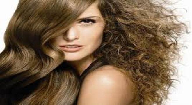VÍDEO: Tips para eliminar ese efecto frizz de tu cabello