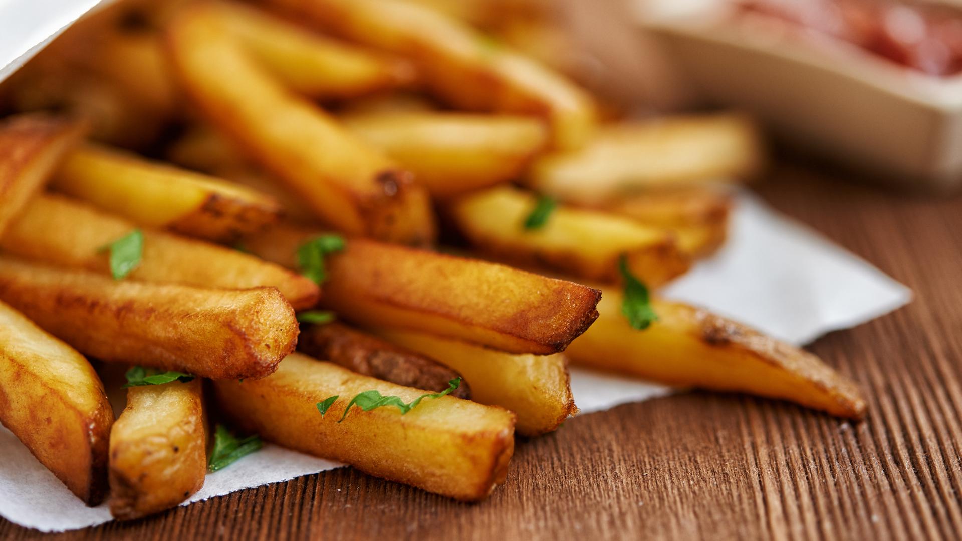 Una investigación dice que las papas fritas son más saludables que las ensaladas