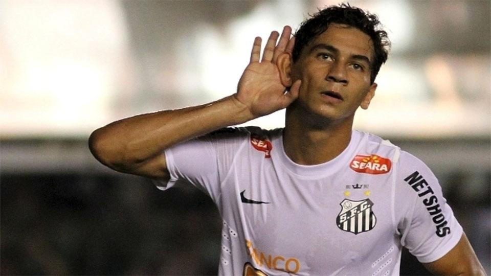 Santos negocia vinda de dois meias e de atacante