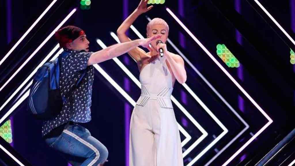 ¡Un espontáneo lo volvió a hacer! Y se coló en la Gala Eurovisión 2018
