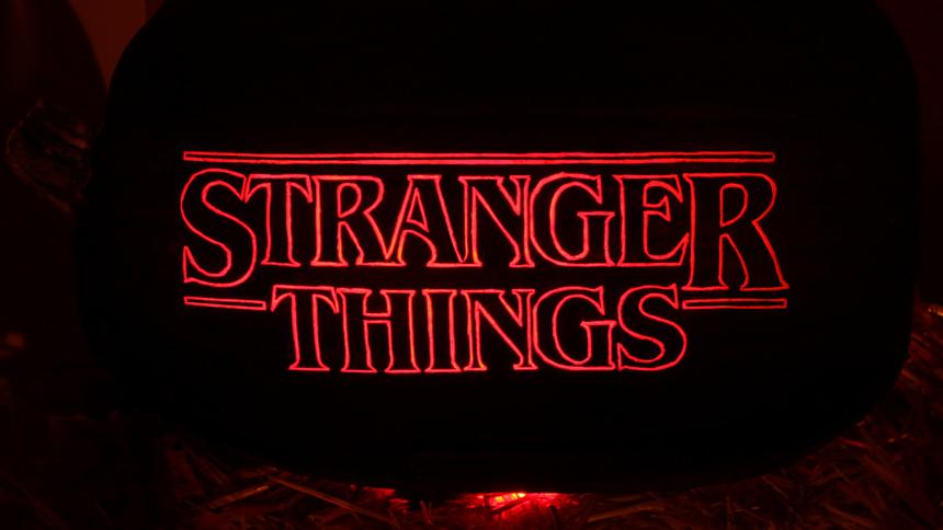 """Mirando series con: """"Stranger Things"""": 2da temporada """"Truco o trato, bicho raro"""""""