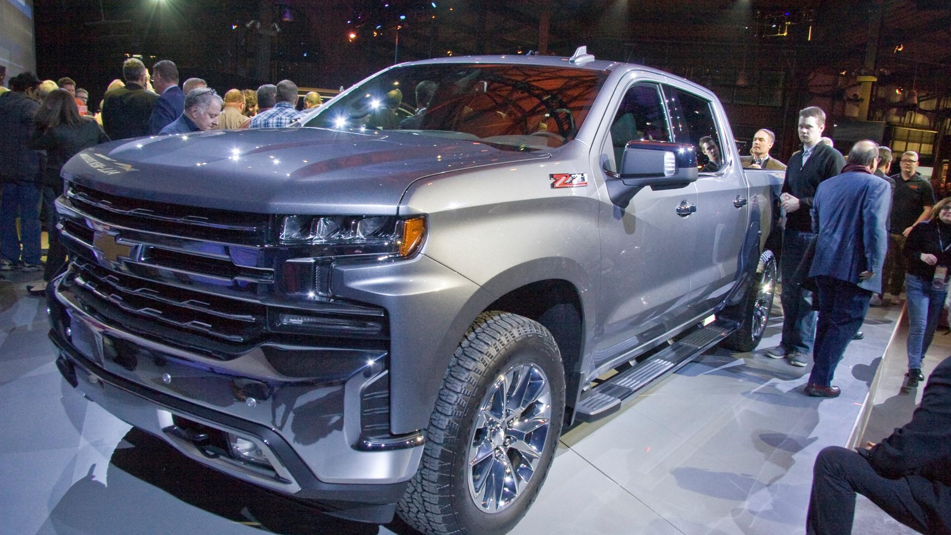 El nuevo Silverado tiene 2.7 litros turbo cuatro, V-8 ...