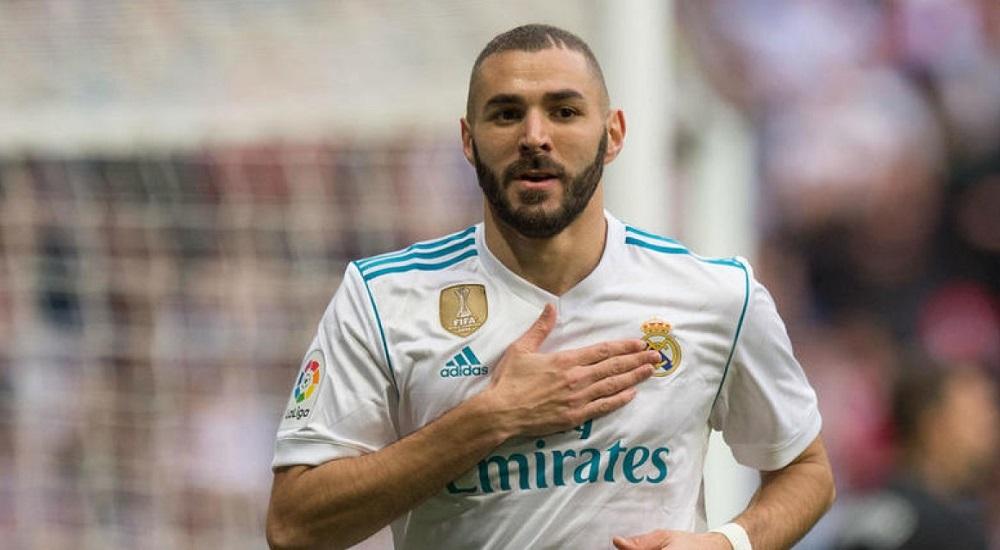 Carlo Ancelotti planea un movimiento de verano para Karim Benzema