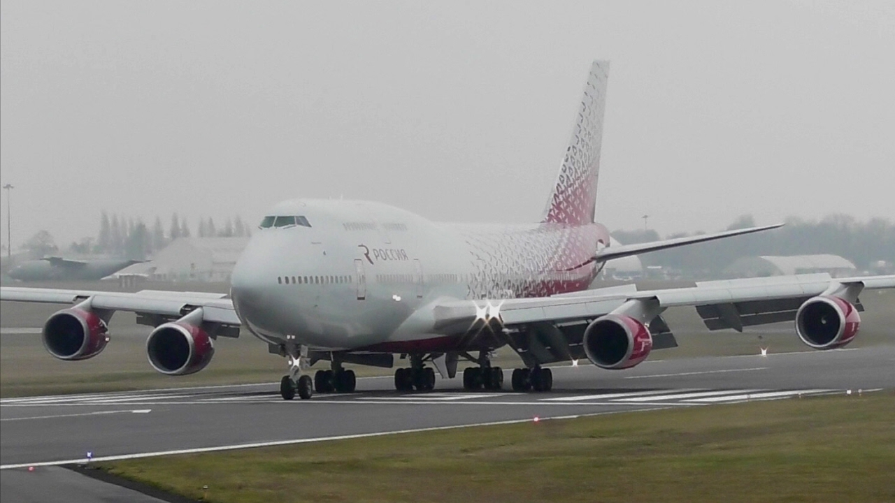 Passeggero non si lava da giorni: aereo costretto all'atterraggio d'emergenza