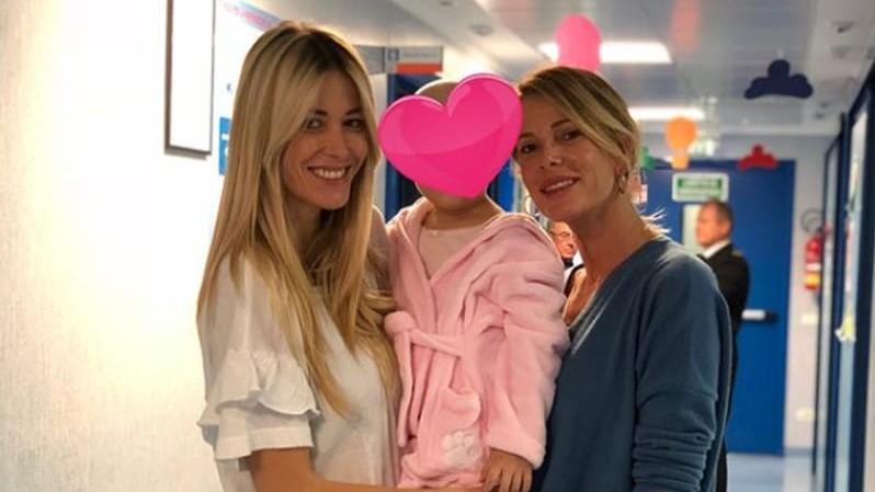 Elena Santarelli, la foto assieme al piccolo paziente del ''Bambino Gesù''